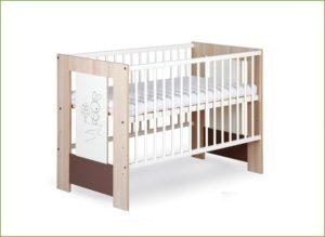 Dětská postýlka dřevěná nebo látková?