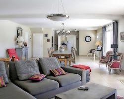 Jak na moderní obývací pokoj? Zvolte správné osvětlení