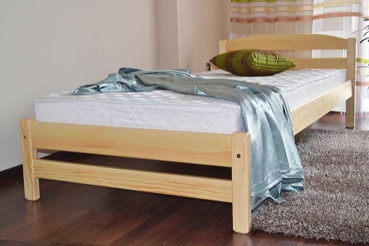 Postel z masivu: Elegantní a funkční základ vaší ložnice