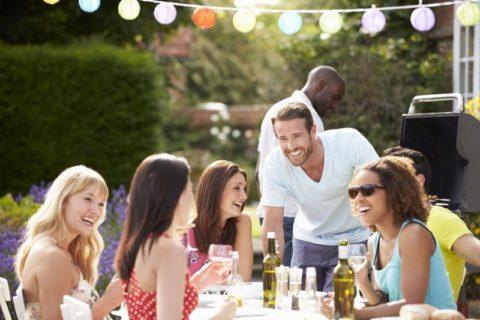 Jak uspořádat nezapomenutelnou zahradní párty? Držte se těchto rad!