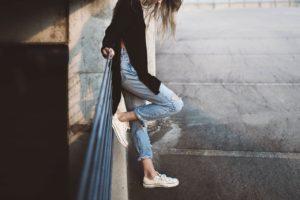 Jak se vzáplavě džínů vyznat?