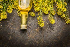 Strach z řepkového oleje? Není k němu důvod, bez obav ho pravidelně používejte!