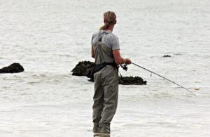 Sháníte narozeninový dárek pro vášnivého rybáře? Vsaďte na rybářské tričko